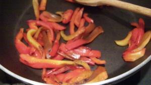 Piselli, funghi e peperoni al wok - 3
