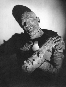 Il Latte e Boris Karloff in The Mummy