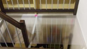 Lastra di policarbonato alveolare posata sulle barre di sostegno (100x200 mm, spessore 10 mm)