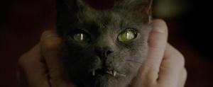 """Il Latte in """"Constantine"""" (2005) di Francis Lawrence"""